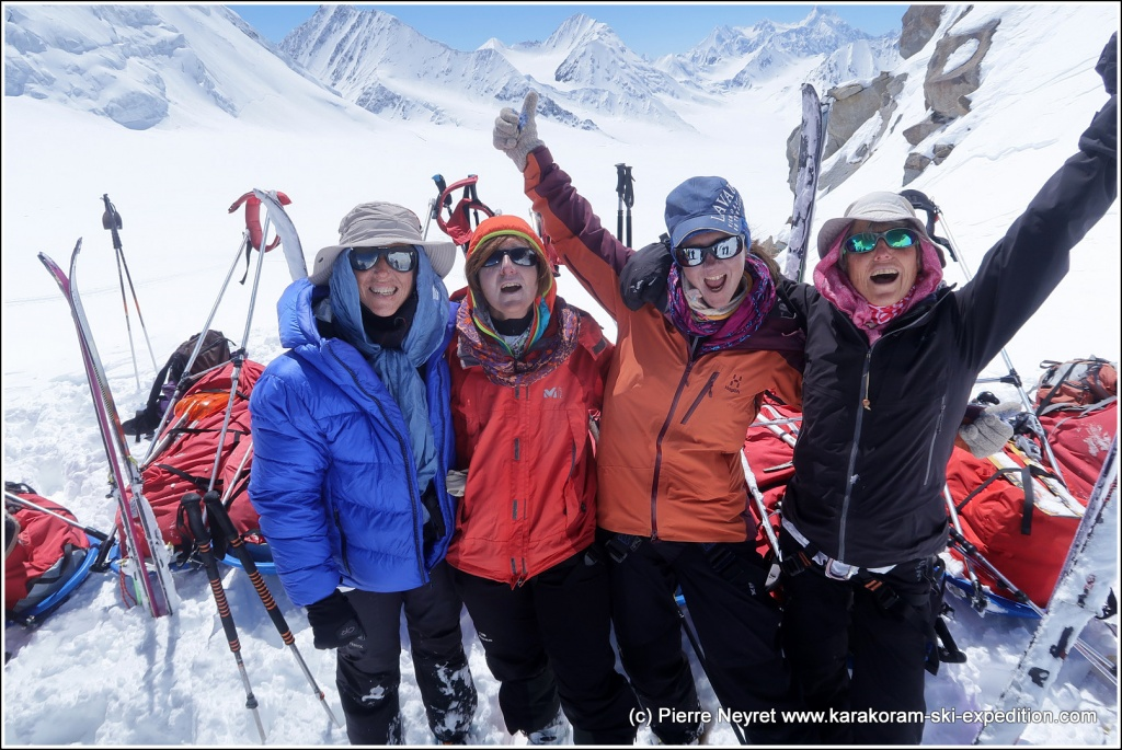 Les 4 super women au 4eme col, le Garmush pass, 5200 m