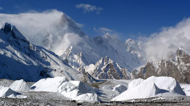 Iceberg à la dérive devant le Masherbrum
