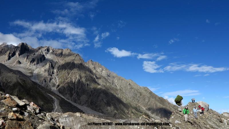 Balade à la journée sur la moraine du glacier du Diamir