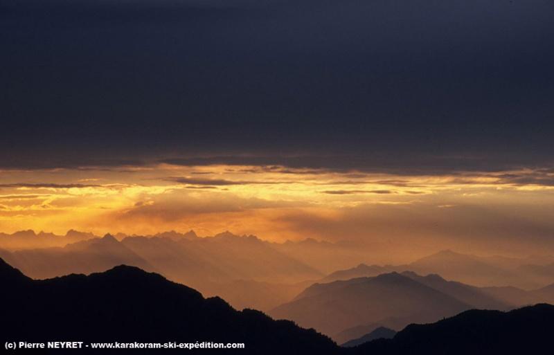 Coucher de soleil sur la gorge de l Indus depuis Kutagali