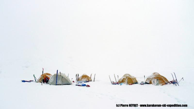Hanispur base camp, le temps se dégrade