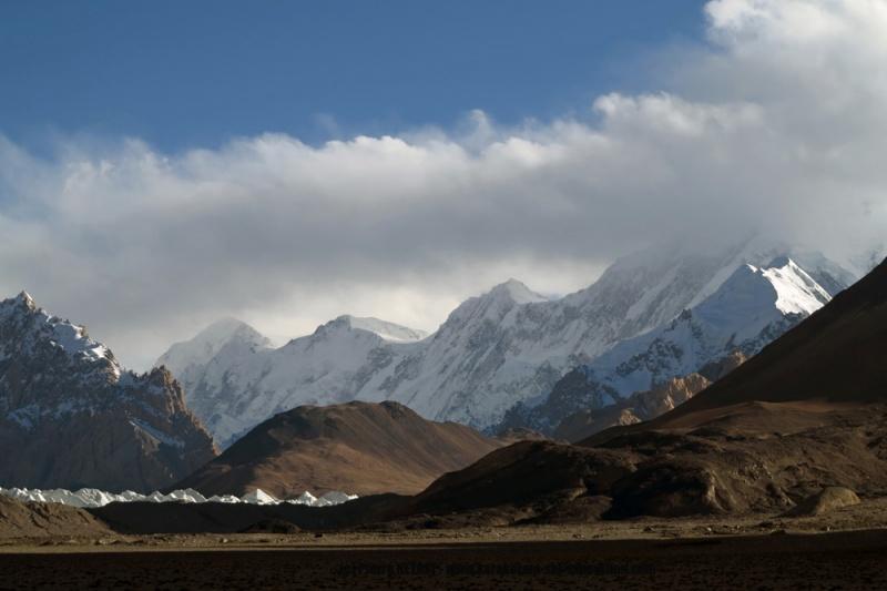 Le Karakoram s eleve en rive gauche de la Shaksgam
