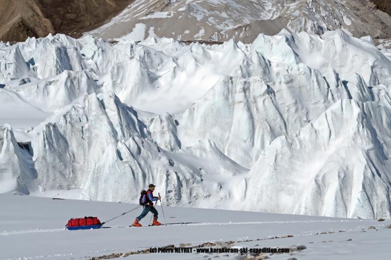 Glacier spectaculaire dans le haut du Baltoro