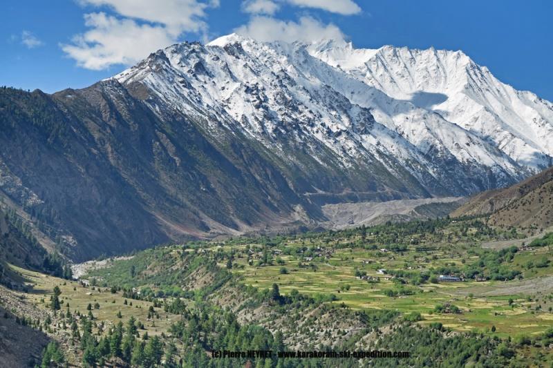 Le village de Rupal et le Rupal Peak