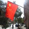 Drapeaux chinois dans les rues de Kasghar pour la fete nationale