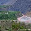 La riviere Kunar aux couleurs des terres rouges de l Hindou Kouch