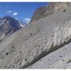 Chemins perches dans la gorge d acces au Shah Jinali pass