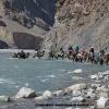 Passage de gué, sur les chameaux