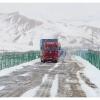 Camions kirghizes a la douane du Torugart