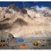 Camp du Gasherbrum face aux parois de l Aghil