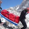 Portage des pulkas sur le glacier de Braldu