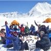 C est la fete au Camp 11, 4720 m, au coeur du haut bassin de Chiantar, au bout de l Hindukush !