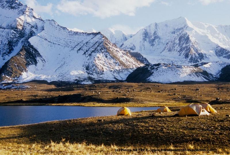 Camp au lac Karambar