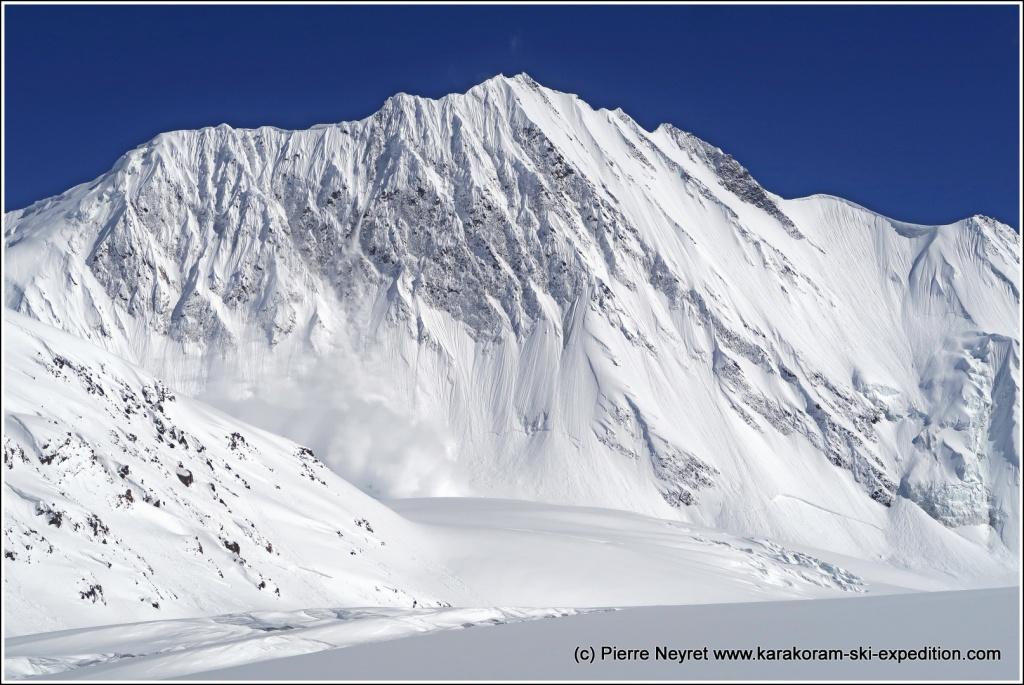 Le 3eme col se cache a gauche de la grande paroi de glace