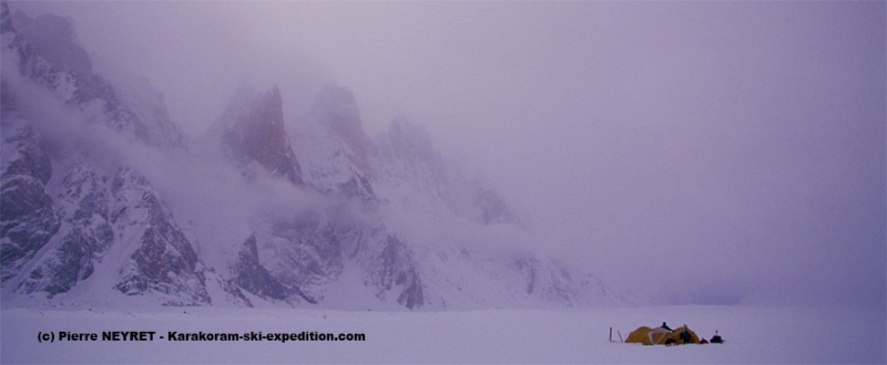 Sous le Uzun Brakk, glacier de Biafo