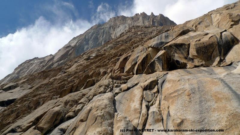 Cathedral Peak, 1900 m de granit dressé d un seul jet