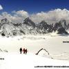 Vue plongeante sur le Sim Gang glacier, 800 m en dessous