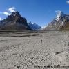 L immense vallée de Braldu et son glacier, tout au fond